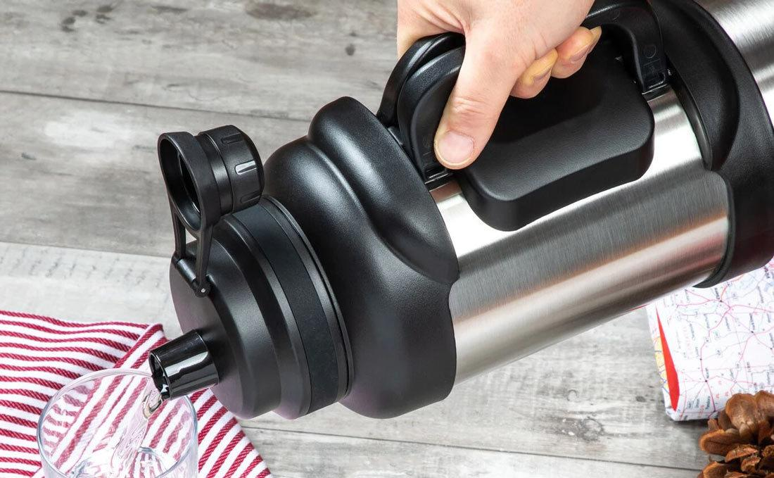 How is the Manna Stainless Steel Water Bottle different from other reusable water bottles?